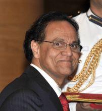 Photo of Dr. Dattatreyudu Nori getting a Padma Shri award from Indian President Pranab Mukherkee